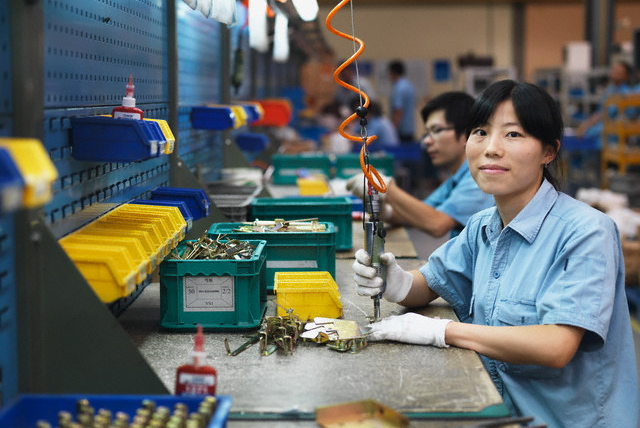 chinese-woman-working-factory
